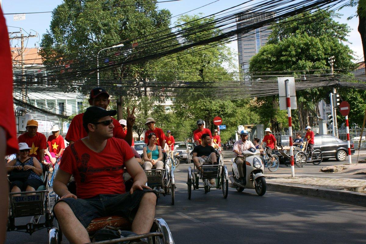 Рикши и небо в проводах.Вьетнам - Антонина