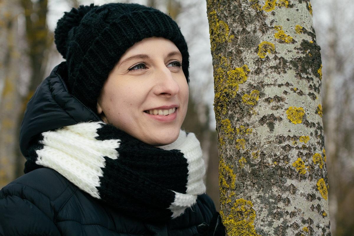 Возле дерева - Николай Н