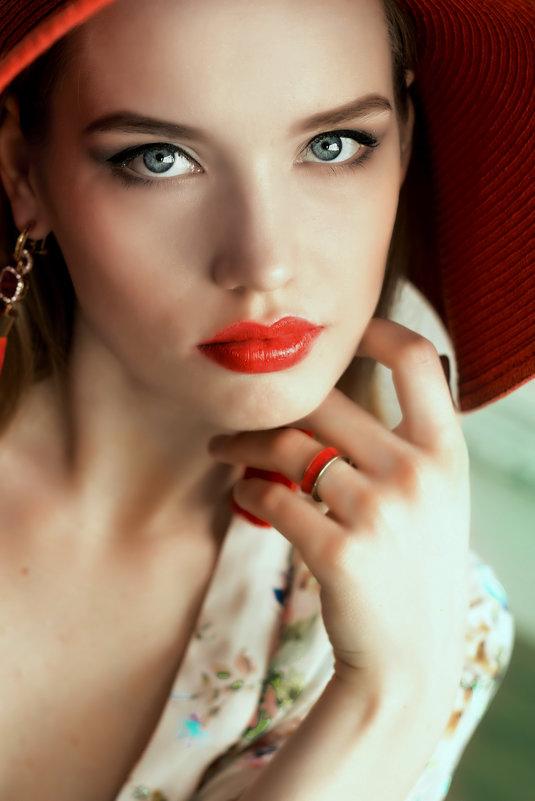 дама в шляпе - Ольга Белёва
