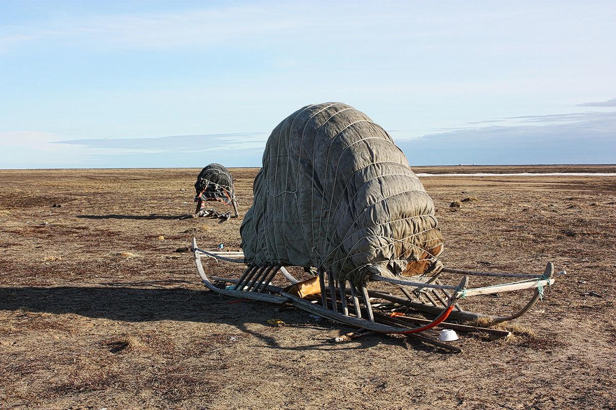 Хранение зимних вещей в тундре - Леонид Сергиенко