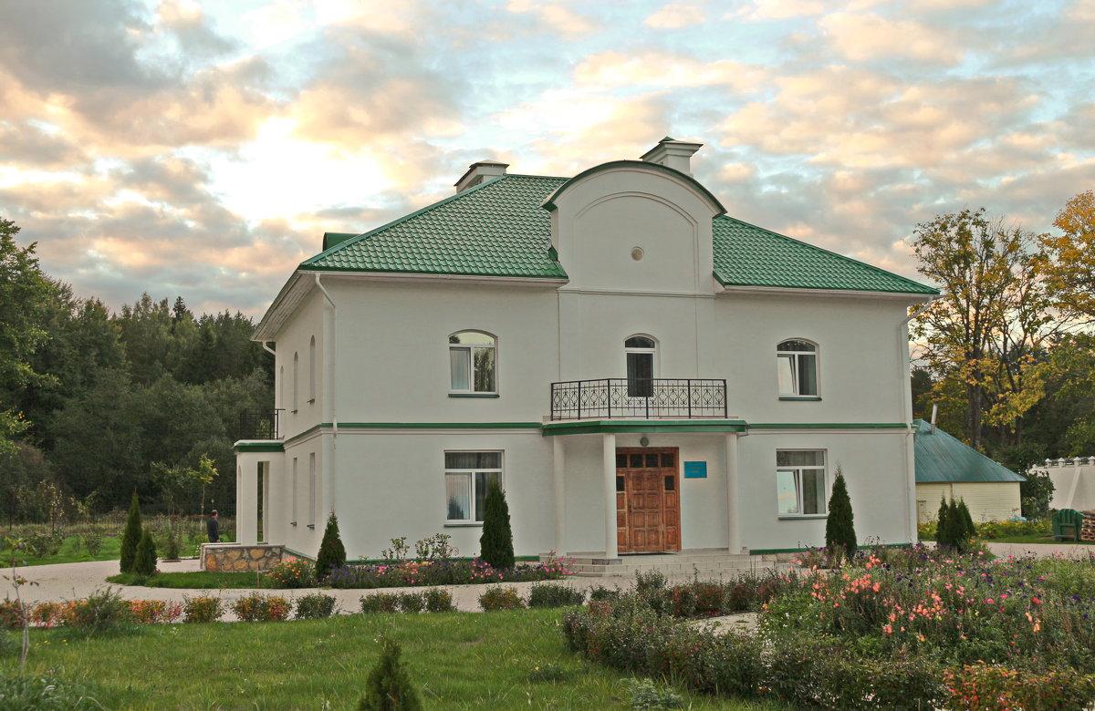 Игуменский дом. - Олег Попков