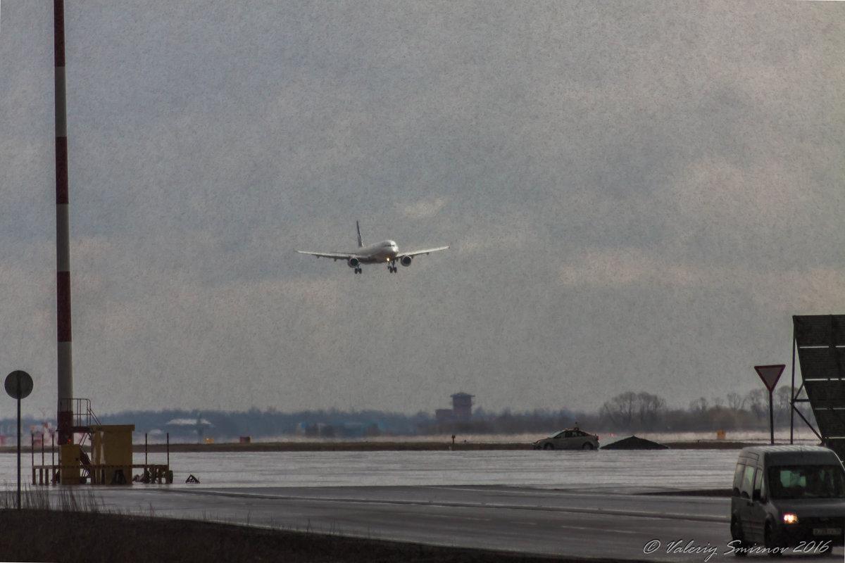 Пулковские зарисовки. Сажать самолет в град сложно, фотографировать-тоже. - Валерий Смирнов