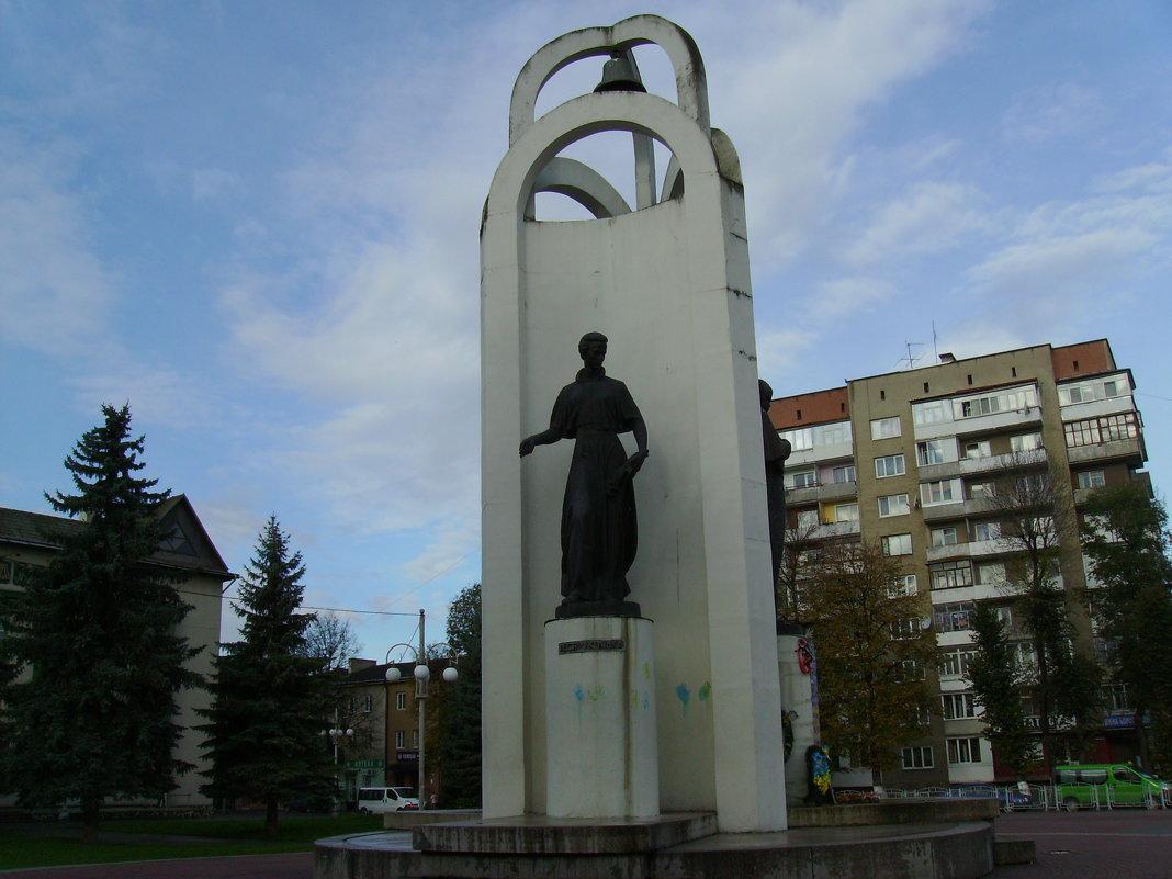 Памятник  Лесе  Украинке  в  Стрыю - Андрей  Васильевич Коляскин