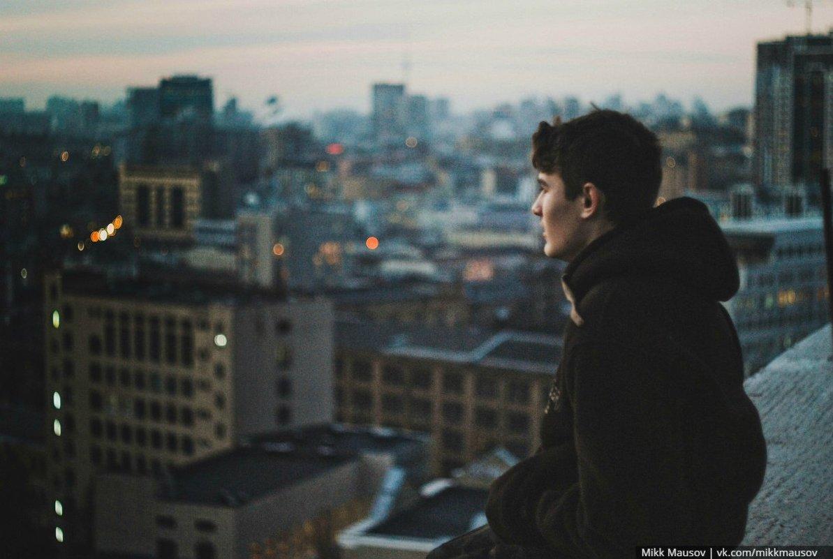 Созерцая огни ночного города - Микк Маусов