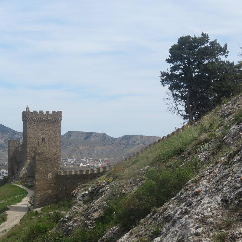 Генуэзская крепость - Людмила