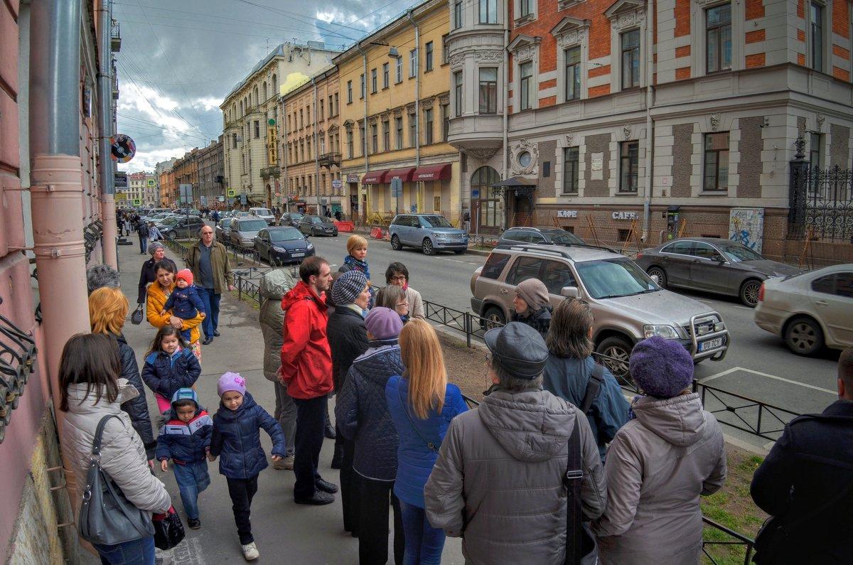 Прогулка по Моховой улице - Юрий Тихонов