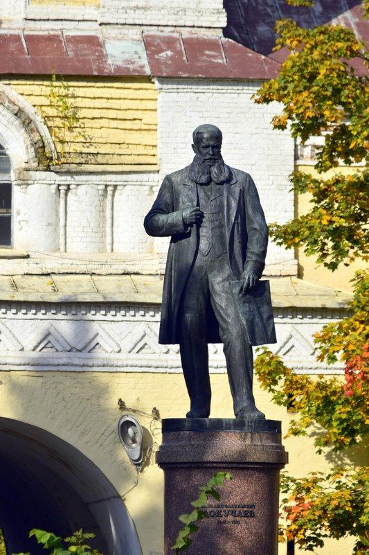 Памятник В.В.Докучаеву у аграрного университета - Сергей