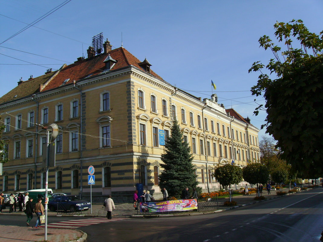 Административное  здание  в  Стрыю - Андрей  Васильевич Коляскин