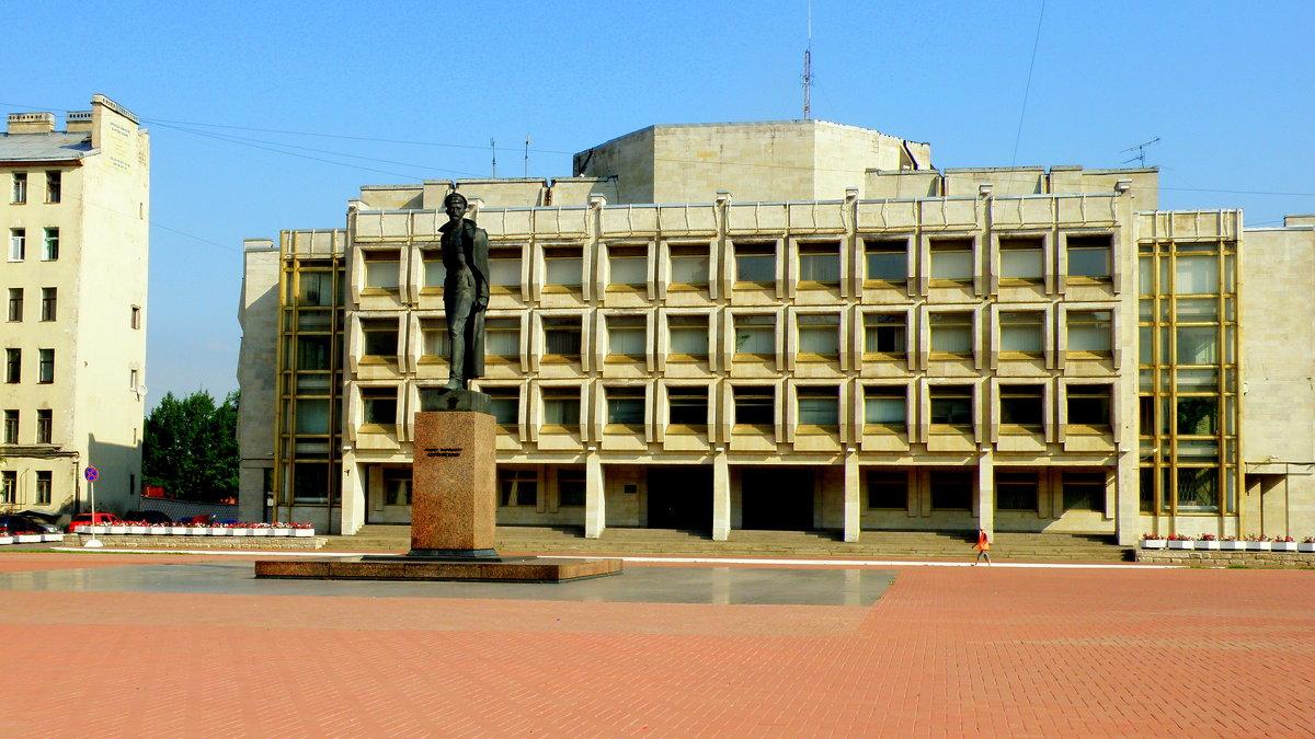 Памятник Дзержинскому у погрануправления - Сергей