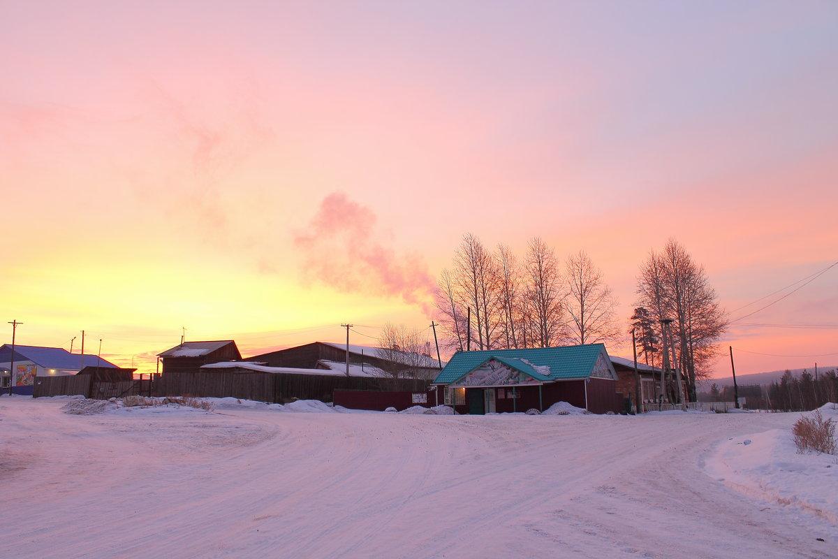 Рассвет в сибирской деревне. - Мария К