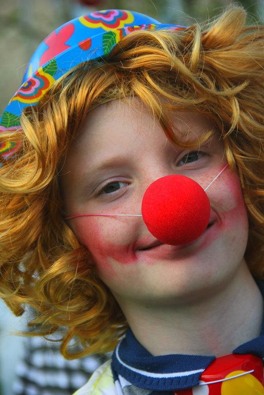 """Рыжий"" клоун - victor Lion"