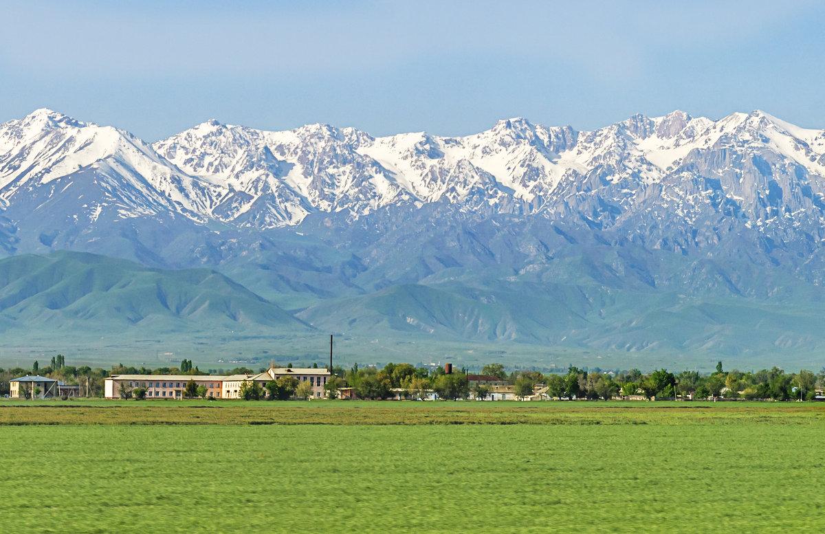деревня в предгорьях Киргизского Ала Тоо - Дмитрий Потапкин