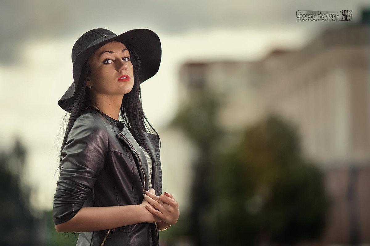 Девушка в шляпе - Георгий Греков