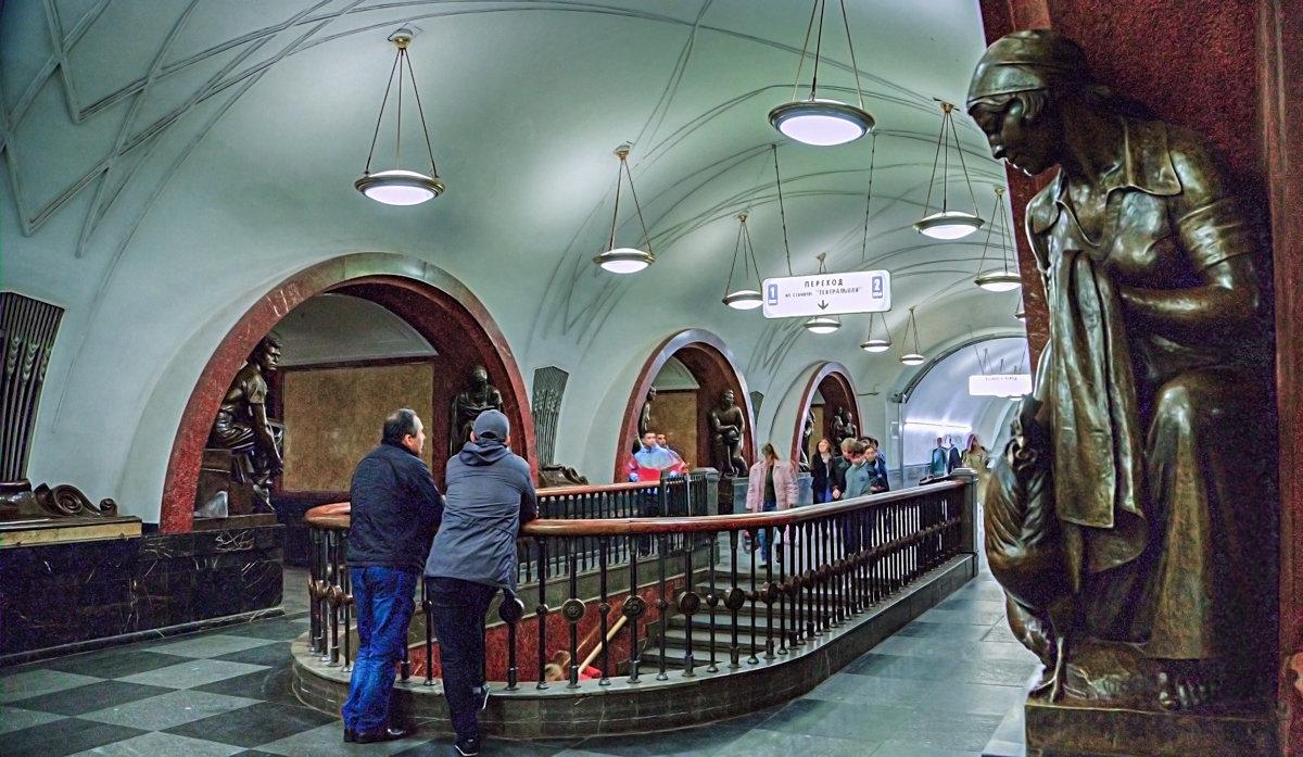 Москва Станция метро Площадь Революции . - В и т а л и й .... Л а б з о'в