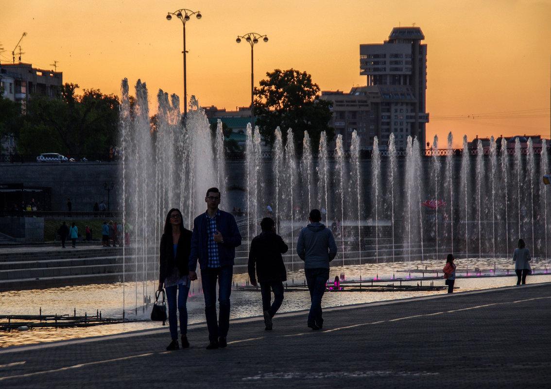 Екатеринбург, поющие фонтаны - Елена