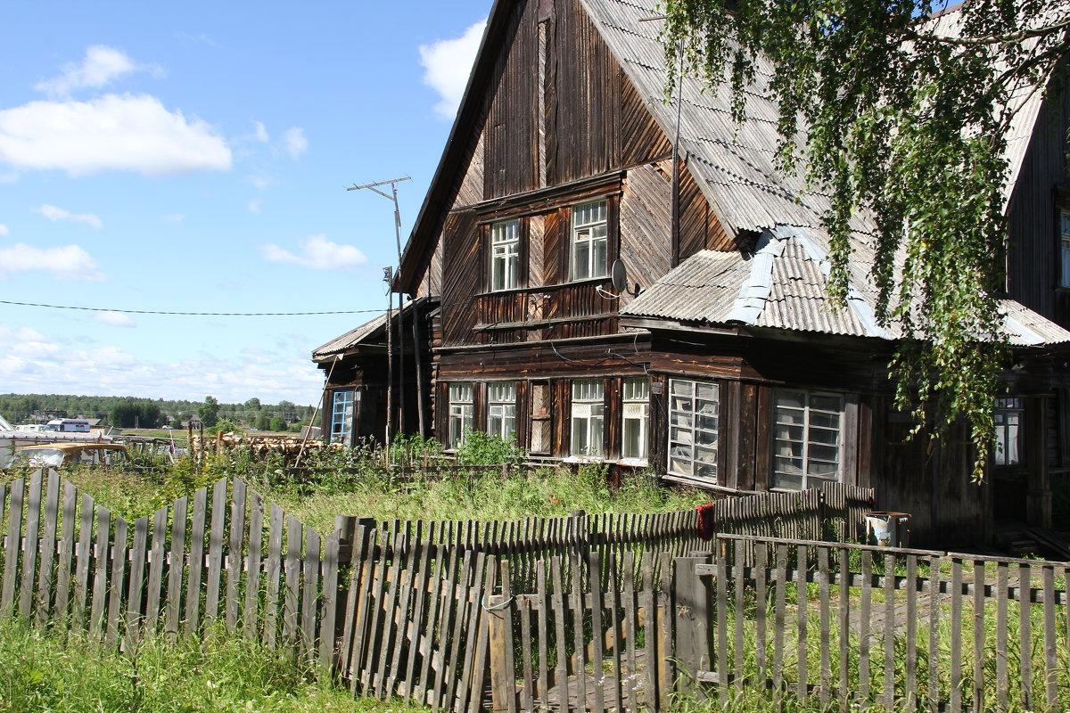 В полузаброшенном поселке... - Александр Широнин