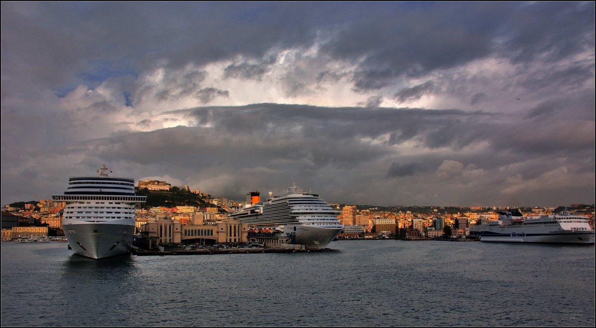 В порту Неаполя. - Leonid Korenfeld