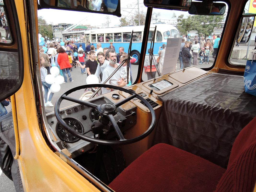 На выставке ретро-автобусов. Кабина ЛИАЗ 677-М - Денис Масленников