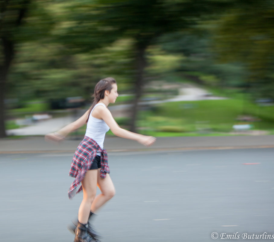 Девочка на роликах - Emil Buturlin