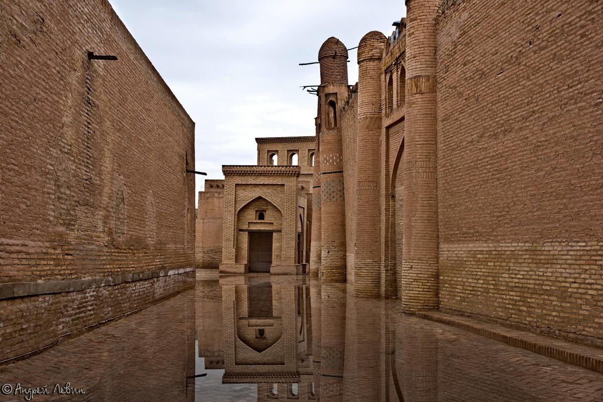 Узбекистан. Хива. Послегрозовое таинство древнего города - Андрей Левин