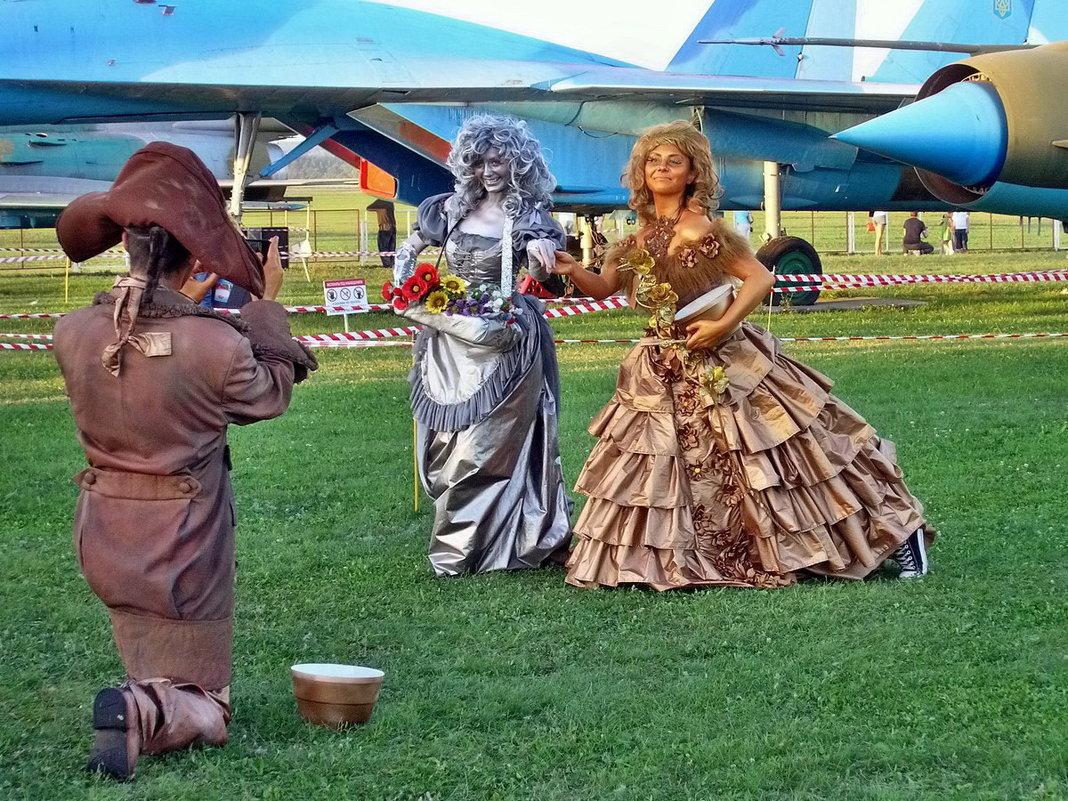 Авиафестиваль в Коротиче. С полётов дамы возвращались... - Александр Резуненко