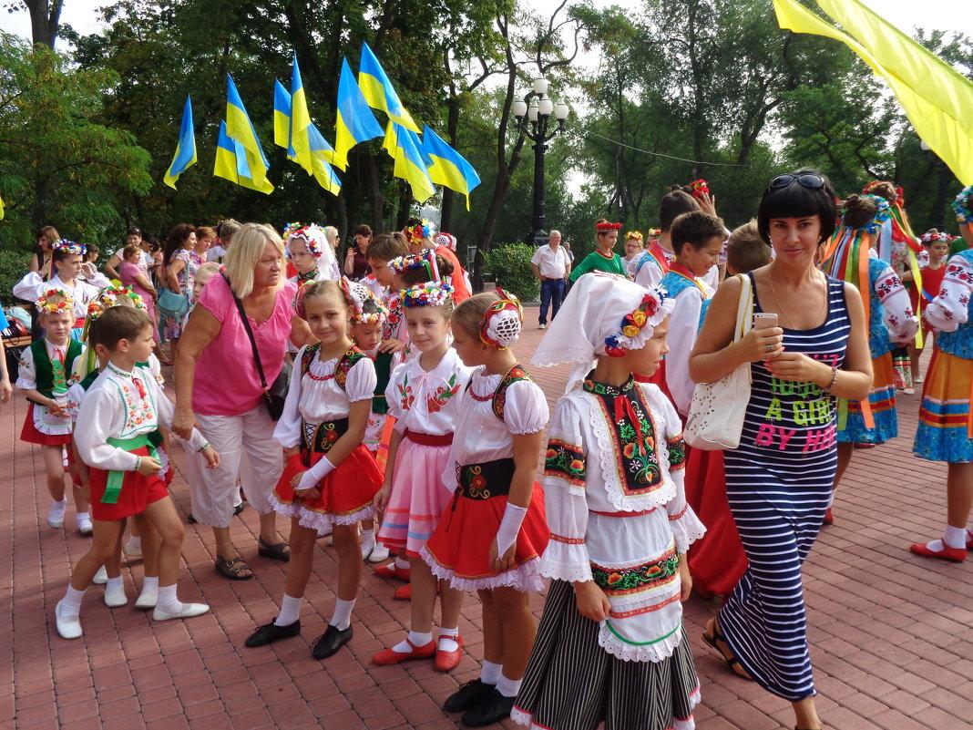 Праздничный взгляд на украинок... - Алекс Аро Аро