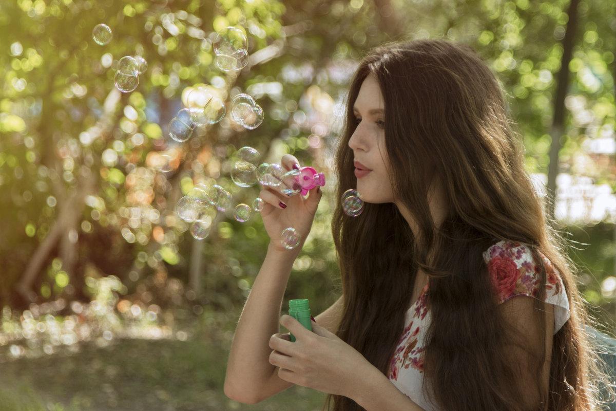 Девушка в парке - Dmitriy Predybailo