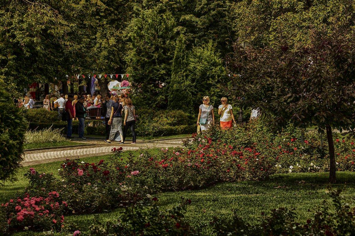 В саду - Александр