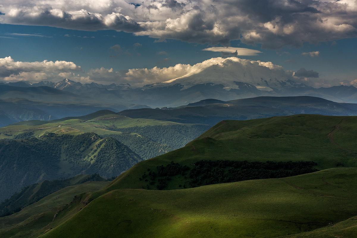 Эльбрус в облаках - Александр Хорошилов