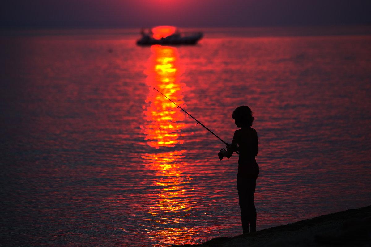 закат на берегу - Atuan M