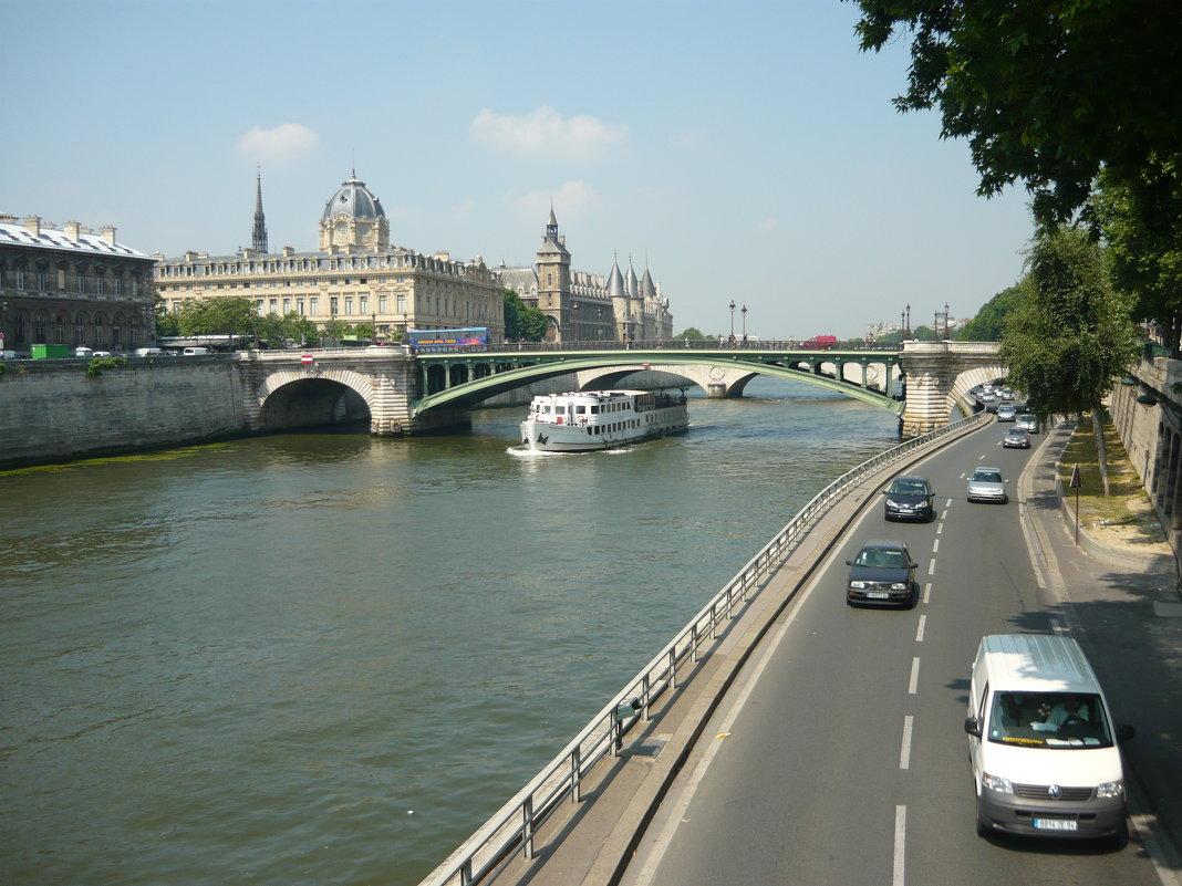 Париж. Набережная р. Сена - Надежда
