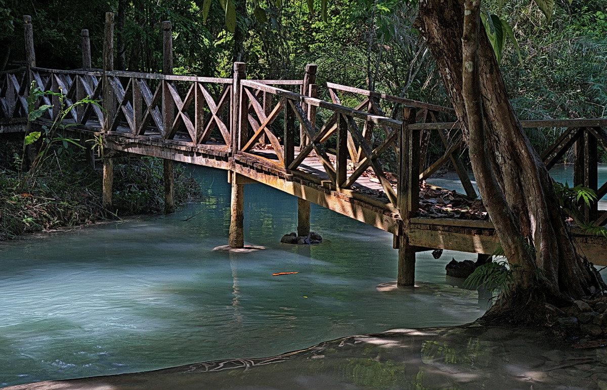 Мостик в низовье водопада Куанг Си - Евгений Печенин