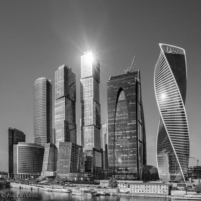 Черно-белая звезда в московском Сити - Андрей Левин