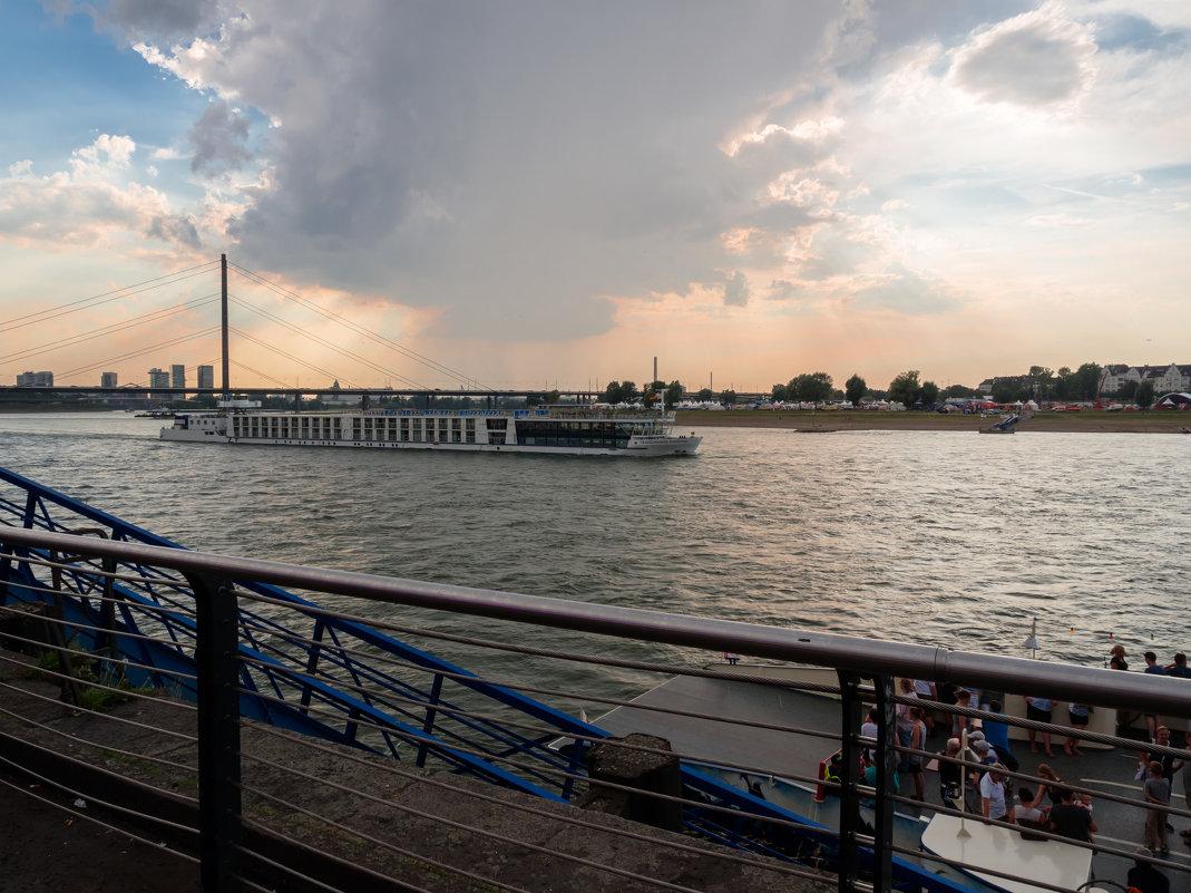 Туристический речной лайнер на Рейне - Witalij Loewin