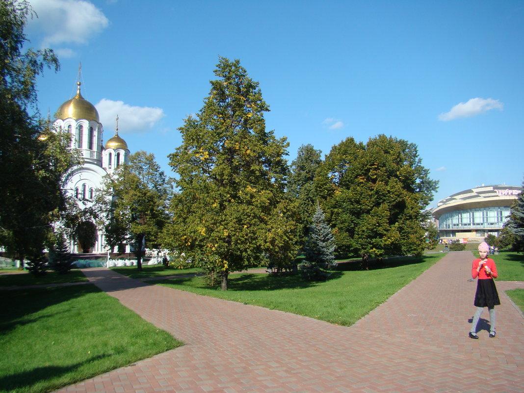 На перекрестке...налево-храм,направо-цирк - марина ковшова