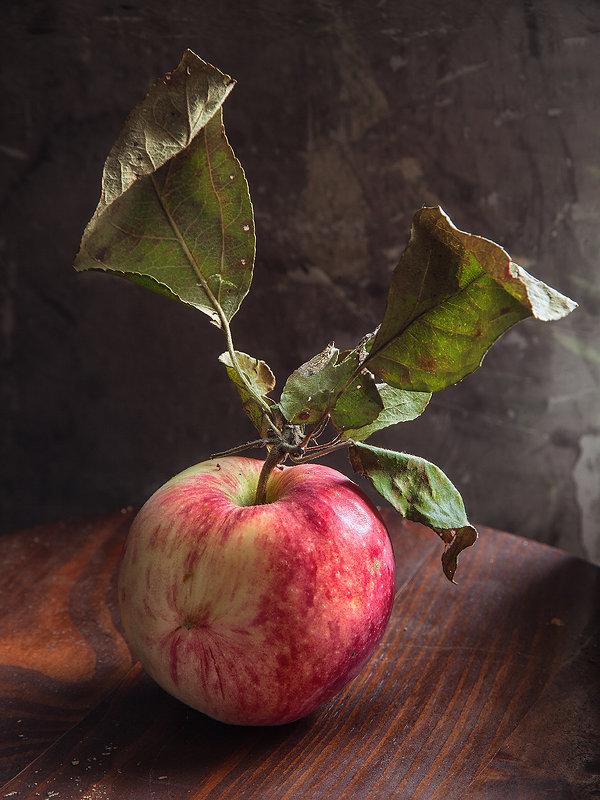 Просто яблоко - Юрий Клёнов