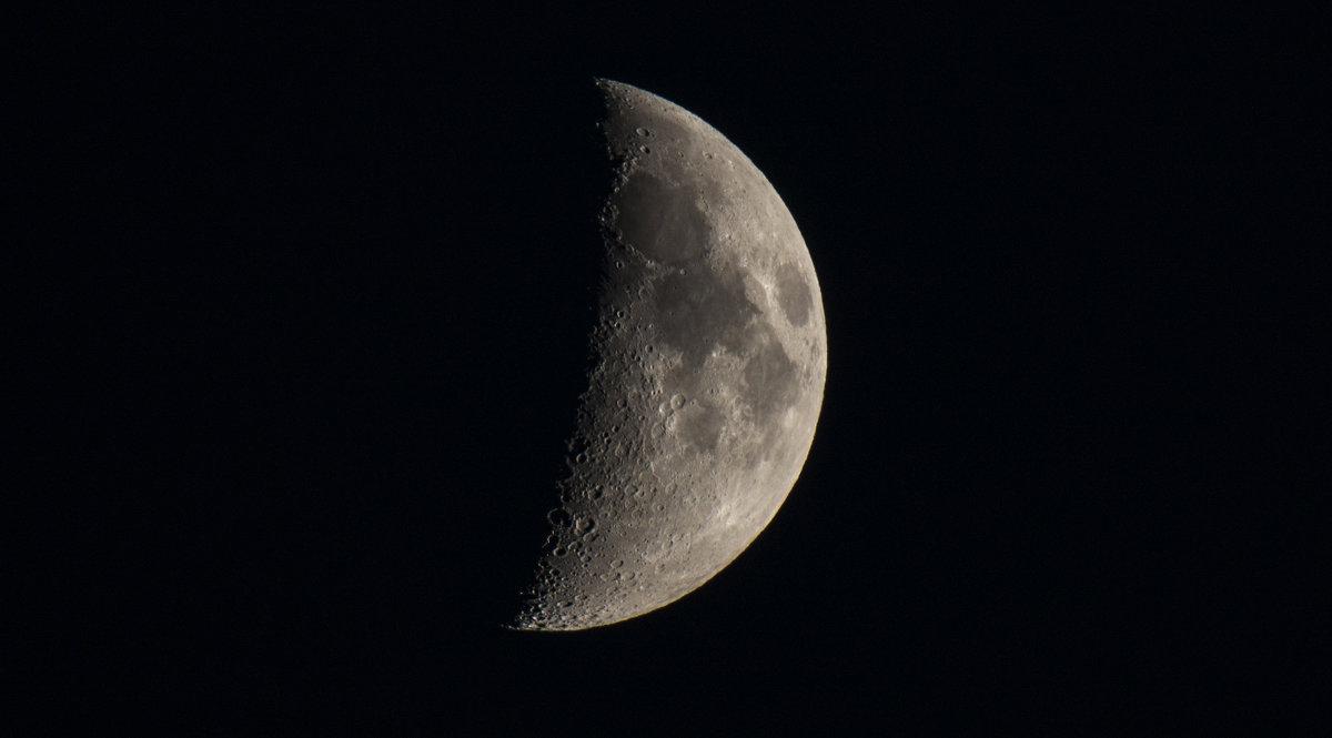 Естественный спутник Земли. - Олег Савин