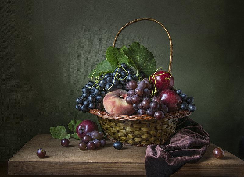 Корзина с фруктами. - Людмила Костюченко
