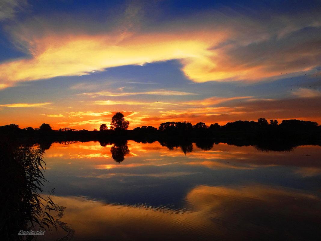 Закат с зеркальным отражением... - Антонина Гугаева
