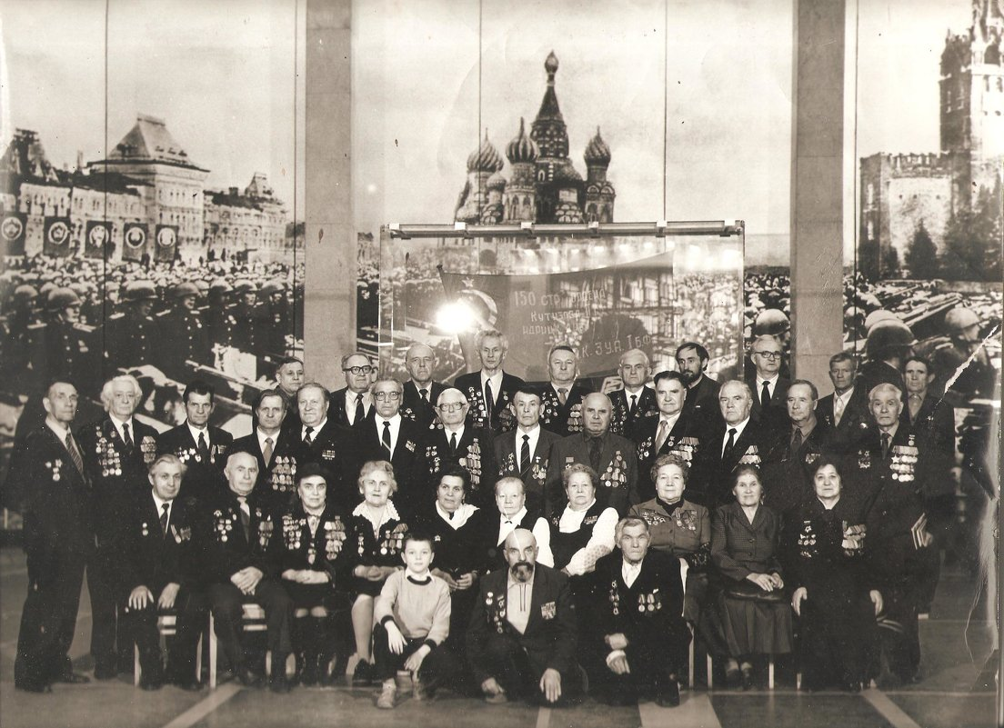 Я среди ветеранов в музее - Миша Любчик