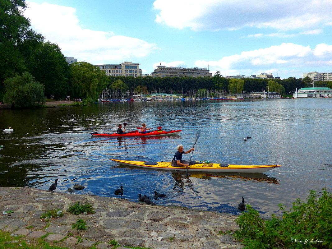 На озере Альстер (серия) Гребцы на каноэ - Nina Yudicheva