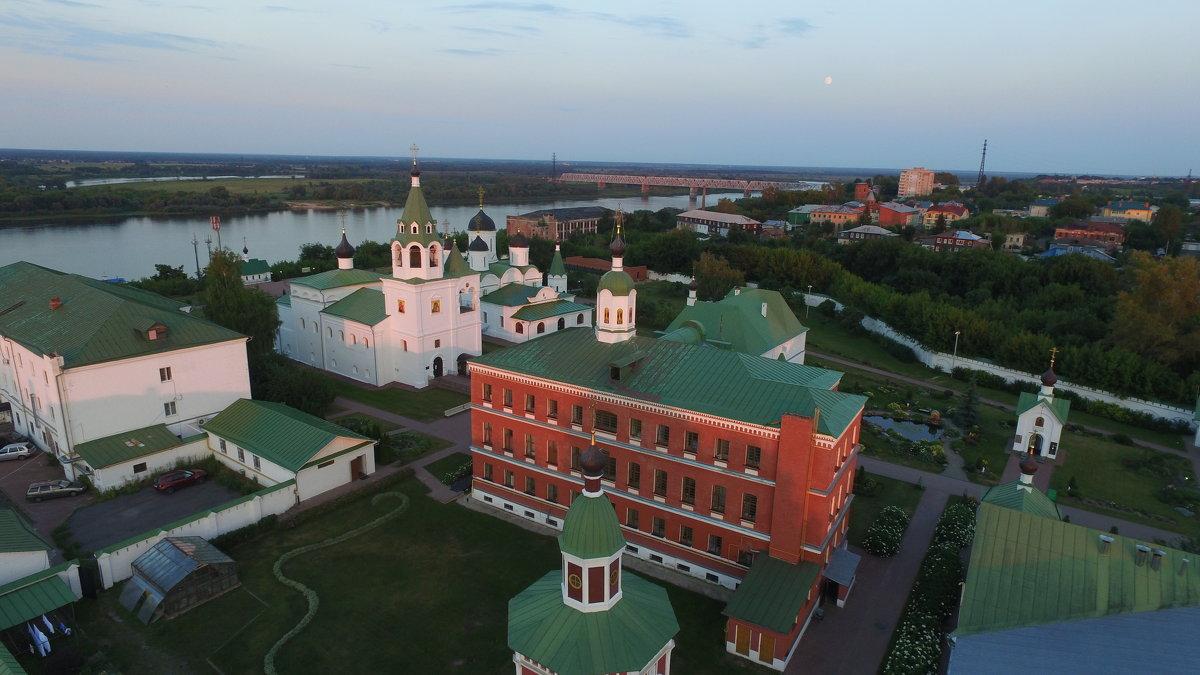 Спасский монастырь вечером - Николай
