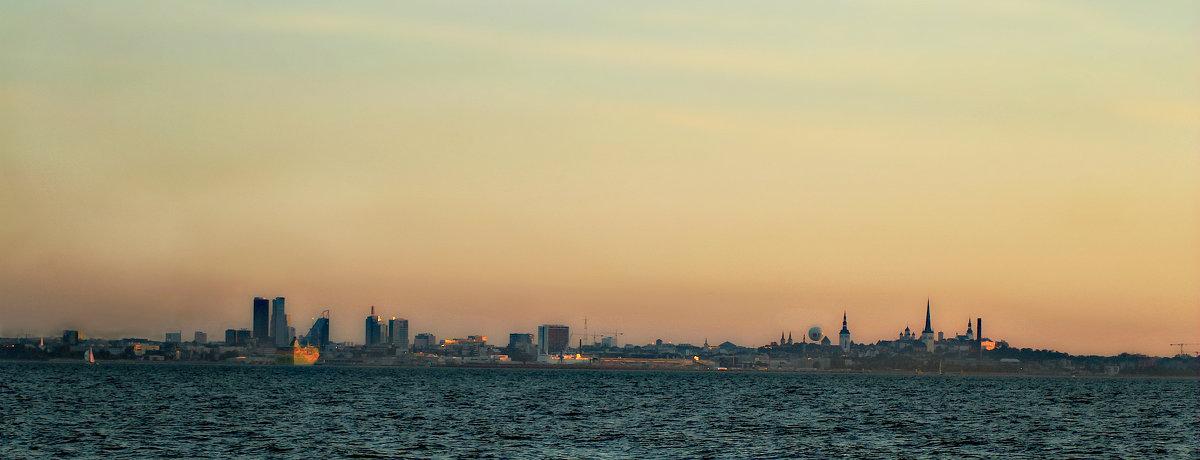 Панорама Таллина на закате - Marina Pavlova