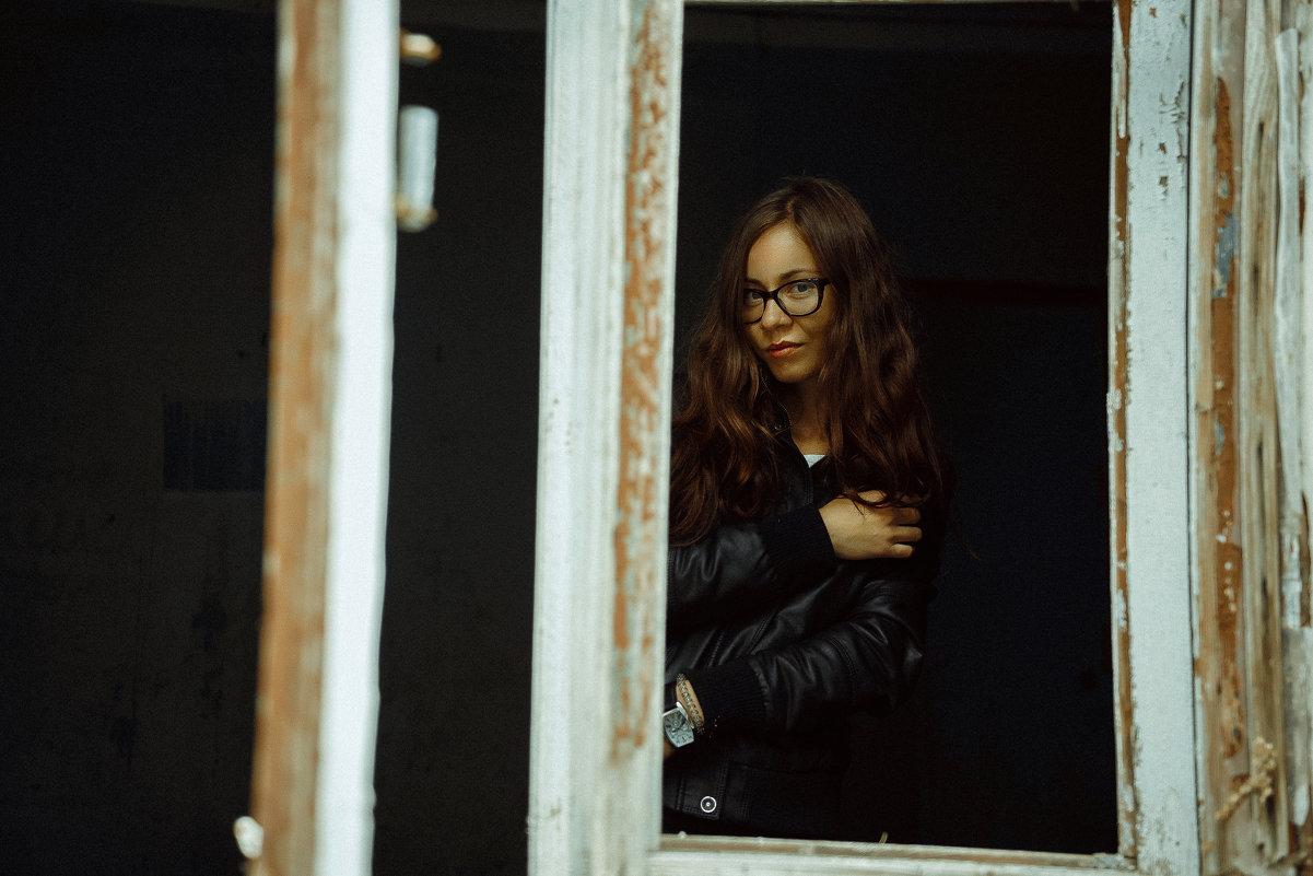 Девушка в окне - Сергей Анатольевич