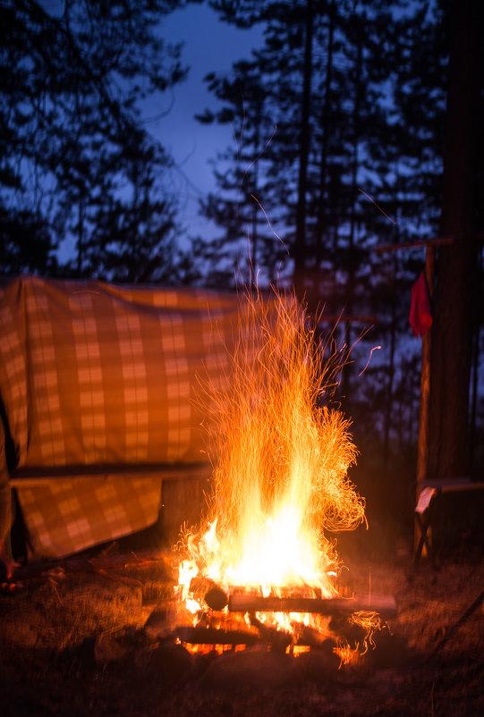 Согревающий костер в походе по Карелии на Гимольском озере - Тати Фокс