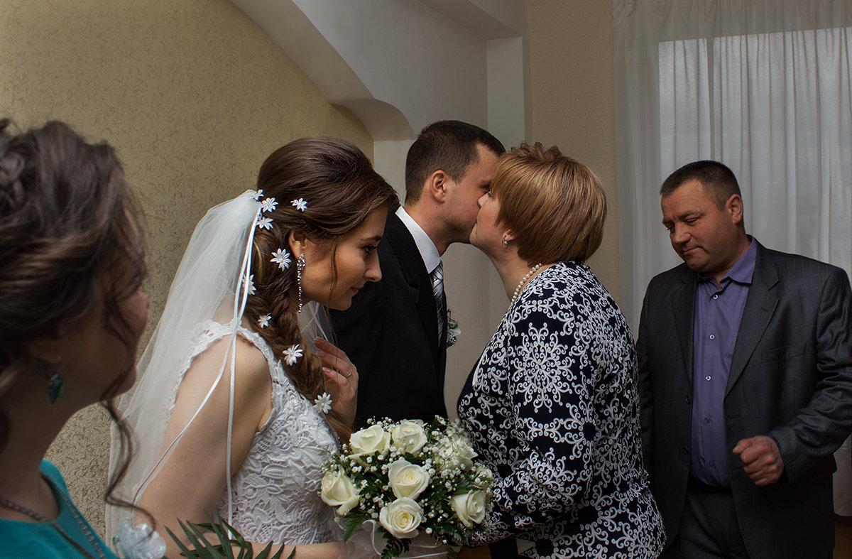 Чужая мама - Олег Колесник