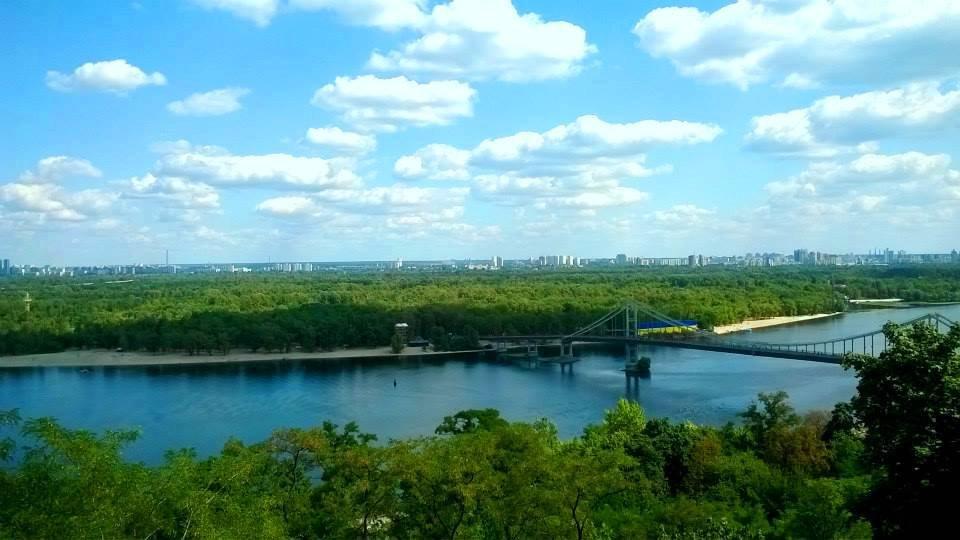 Пешеходный мост и вид на Труханов остров в Киеве - Наталия Каминская