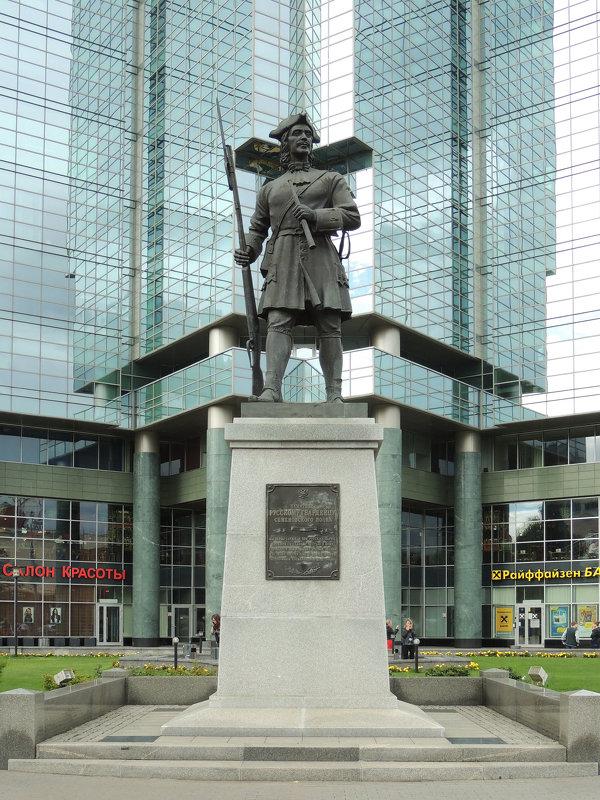 Памятник русскому гвардейцу Семёновского полка - Александр Качалин