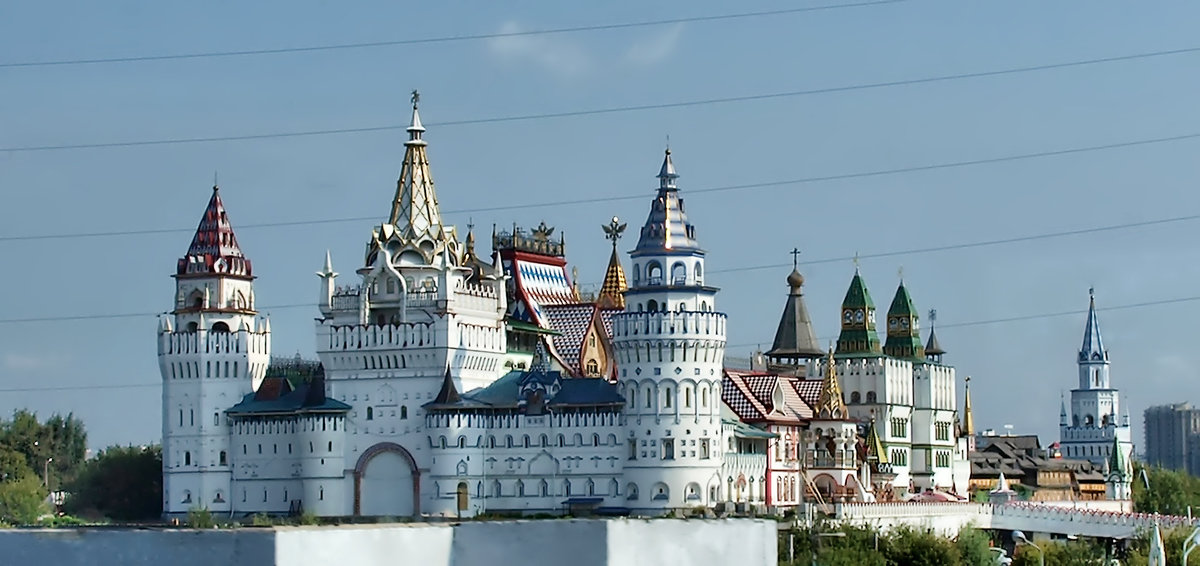 Вид из окна поезда на Измайловский Кремль (Москва) - Михаил Малец