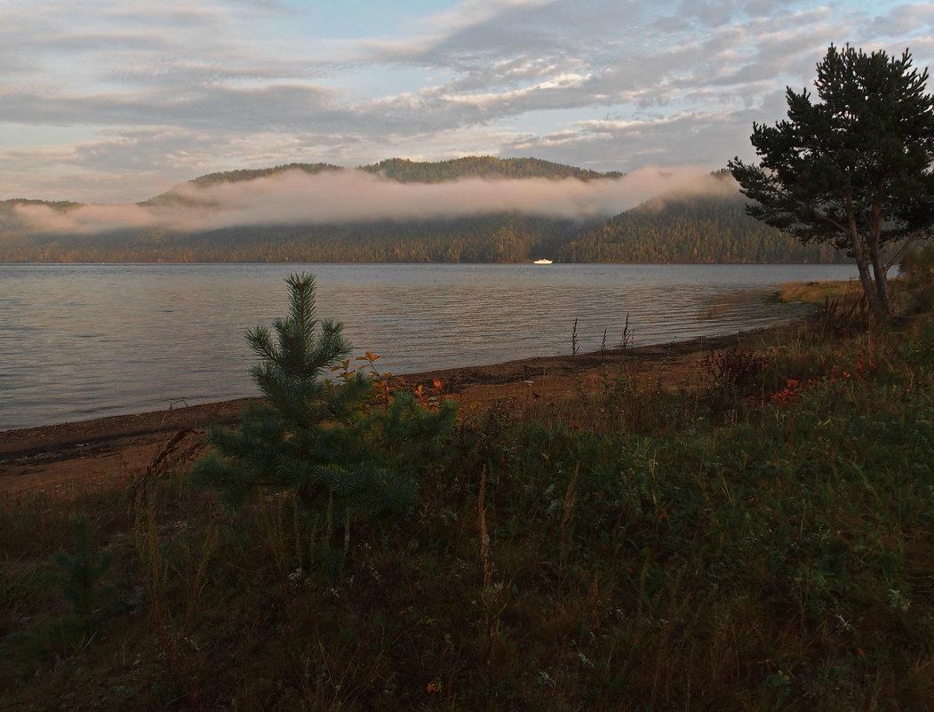 Утренние сумерки на большой реке... - Александр Попов